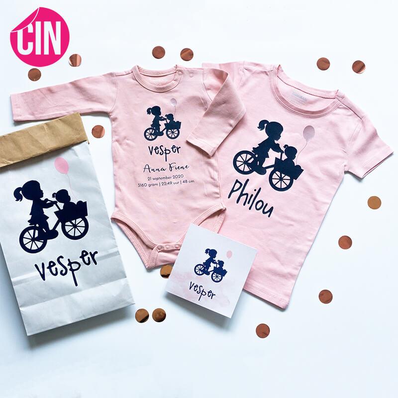 kraamcadeau rompertje personalisering geboortekaartje cadeau