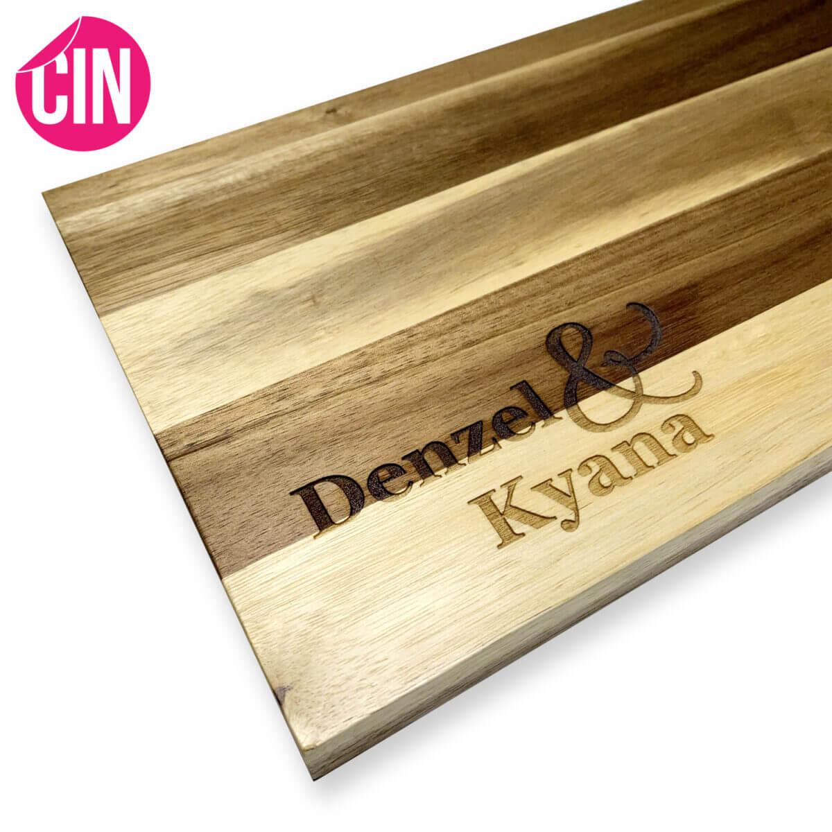Serveerplank borrelplank met gravure gegraveerd met stad en naam Cindysigns